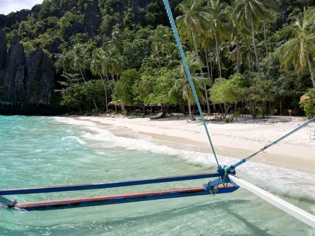 Strand von Entalula Island in der Bucht von El Nido Region Palawan